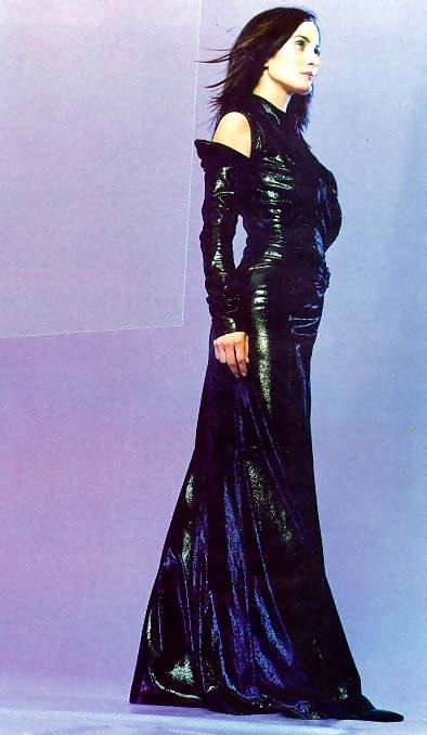 Carrie-Anne Moss 4