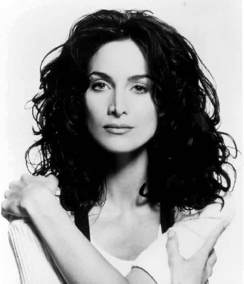 Carrie-Anne Moss 2